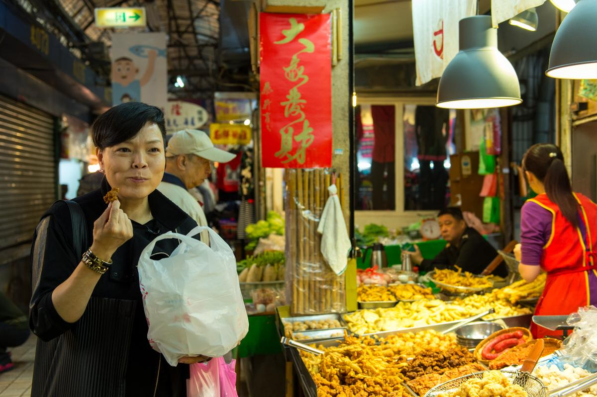李姝慧特別愛吃他們家的牛蒡絲、排骨酥,每次不到回家已嗑掉半包。
