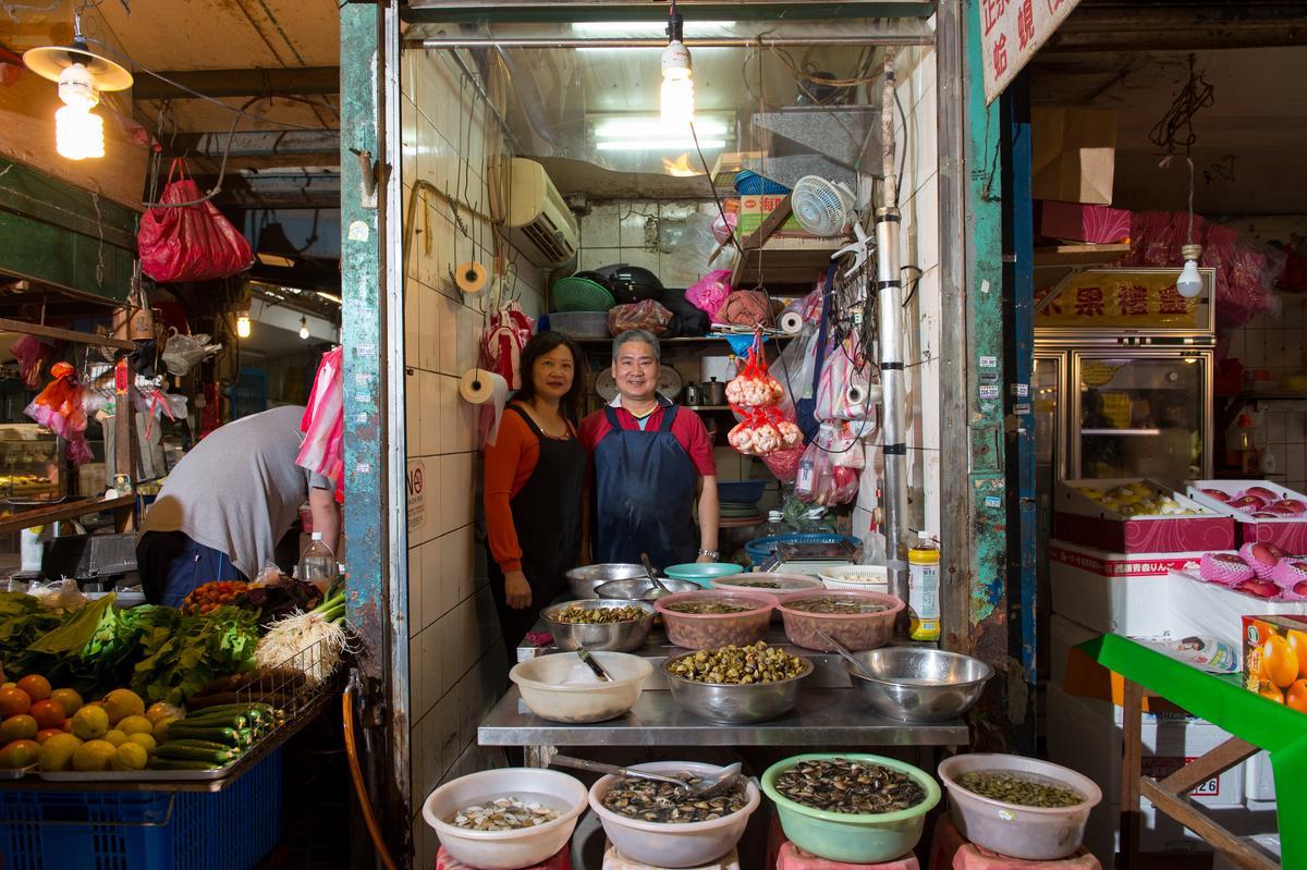「鹹蜆仔專門店」十分罕見,除了供應餐廳,也吸引許多日本遊客。