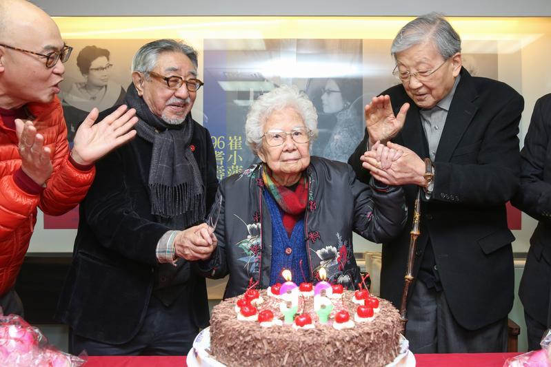 崔小萍(中)高齡96歲,由國家電影中心為她舉辦慶生會。
