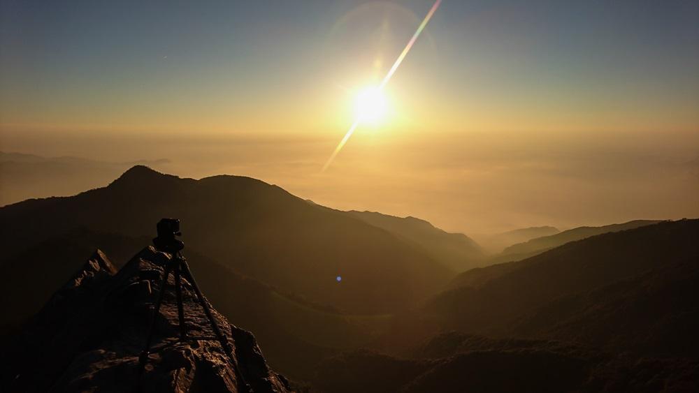 日落之前,山友拍縮時攝影。