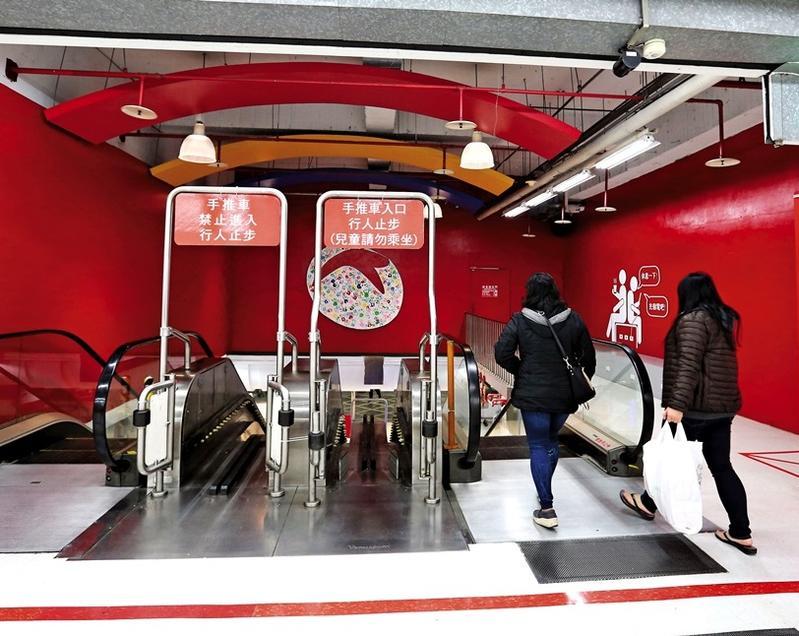 大潤發景平店的老舊電扶梯,也由台灣通力公司負責保養維修。