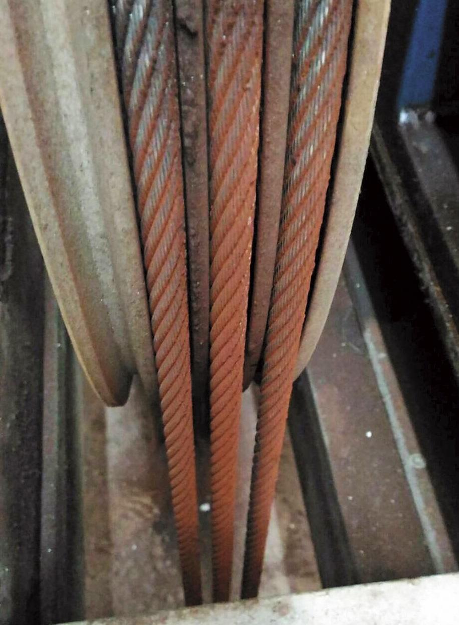 台灣通力公司部分電梯的纜繩生鏽,該公司卻以無零件為由拖延更換時間。