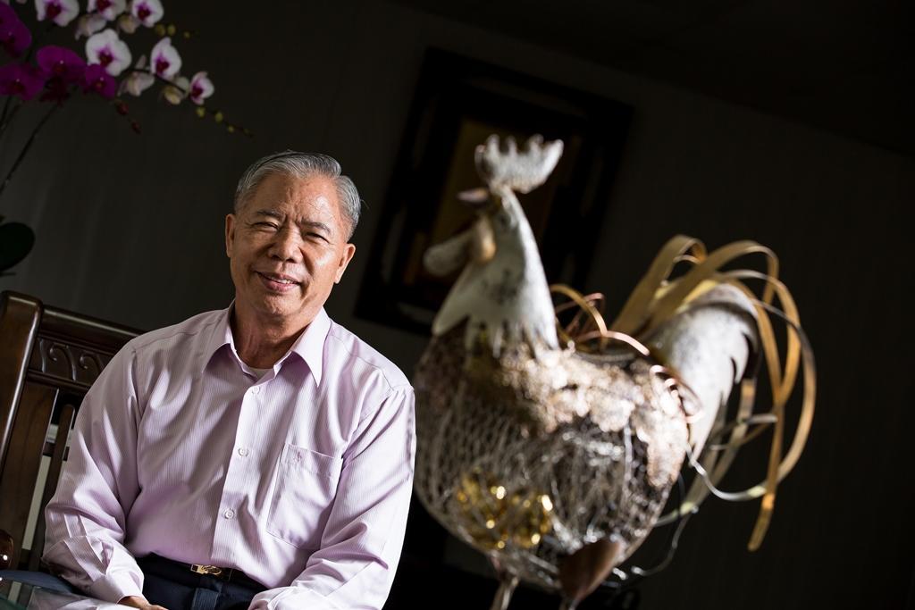 2008年鄧進得投入雞隻育種,歷經6年,打造全台第一隻民間自行育種的品牌雞「桂丁雞」。
