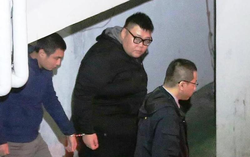 檢方今天除將土豪哥起訴,另提訊他追查毒品來源。