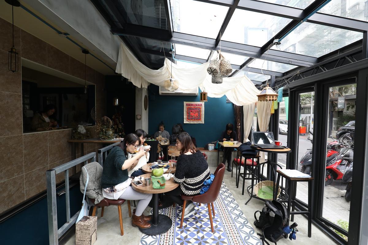 「The Green Room」如溫室玻璃屋般的用餐區,深受女性顧客喜愛。