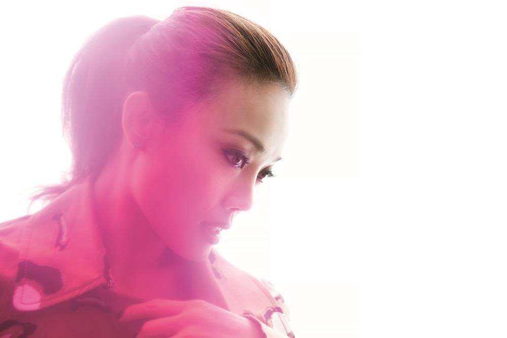 出道已18年的容祖兒,是香港粵語歌壇的天后,從剛發片的清純少女形象,進化到全方位的舞台天后。