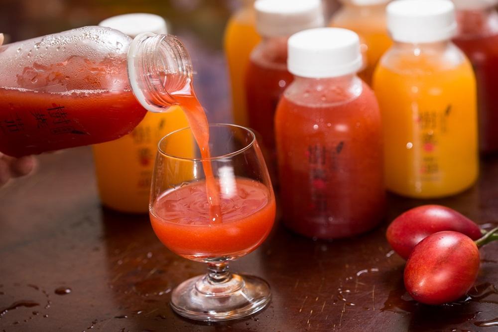 因應夏季,莊明諺推出樹番茄果汁,加入蜂蜜和檸檬調味,滋味微微酸甜。(60元/瓶)