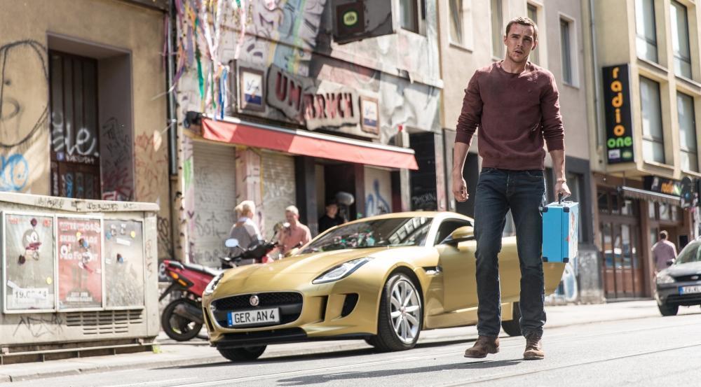 《偷天劫車手》在歐洲高速公路狂飆,滿足觀眾想風馳電掣的慾望。(博偉電影)