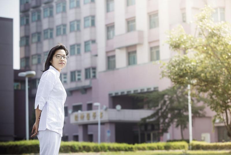 蔡佾姿的臨床護理經驗,讓她深深體會,生命並不會永遠陽光普照,所以更該審慎面對風險。