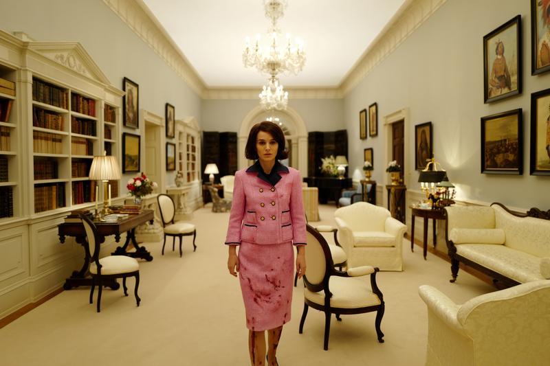 《第一夫人的秘密》以甘迺迪身邊的第一夫人賈姬為主軸,帶領觀眾重回甘迺迪主政時期的白宮。