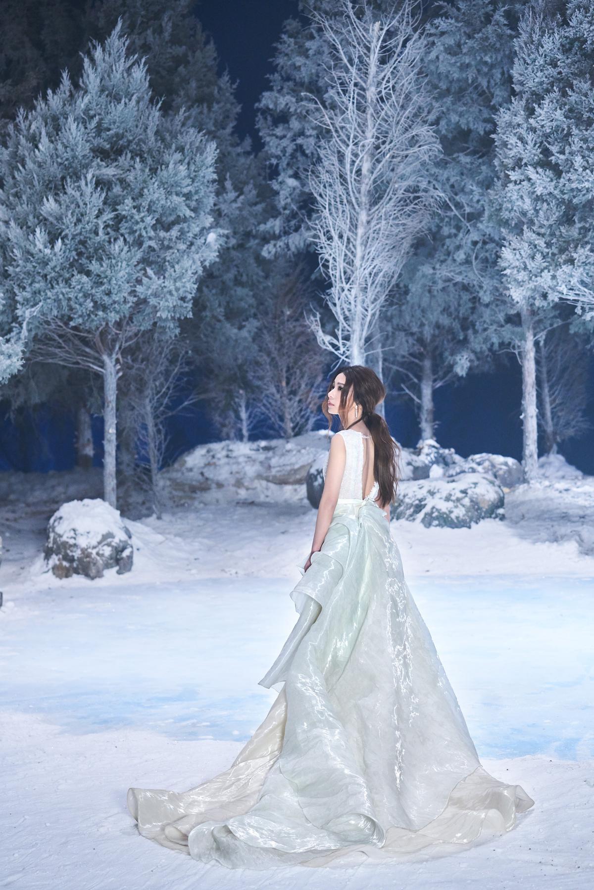 Hebe拍攝《美女與野獸》主題曲MV畫面絕美。 (華研提供)