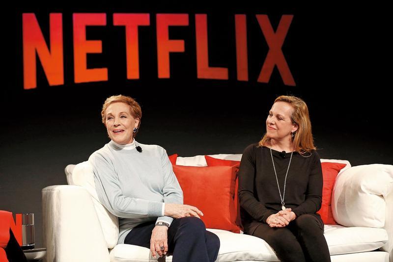 81歲的茱莉和女兒艾瑪(右)聯袂出席新節目論壇,精神奕奕。