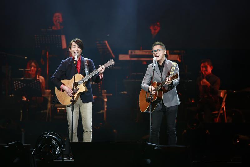 羅大佑與陶喆合唱〈戀曲1990〉,兩代歌壇教父難得合作。