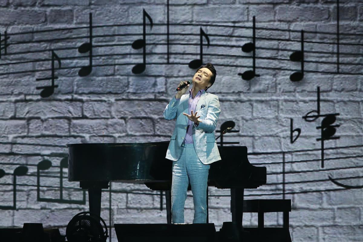 李泉演出實力深厚,演唱的歌曲也有相當難度。