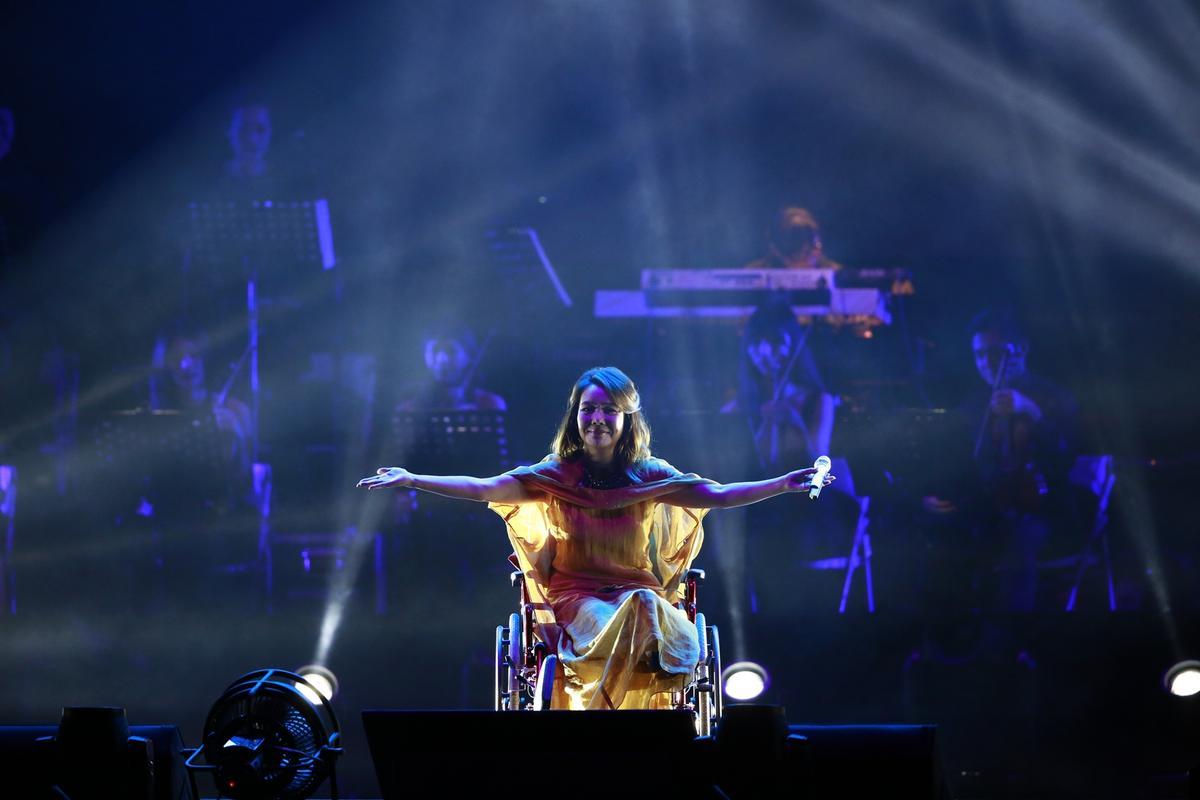 帶傷上台的辛曉琪特別多唱一首新歌。