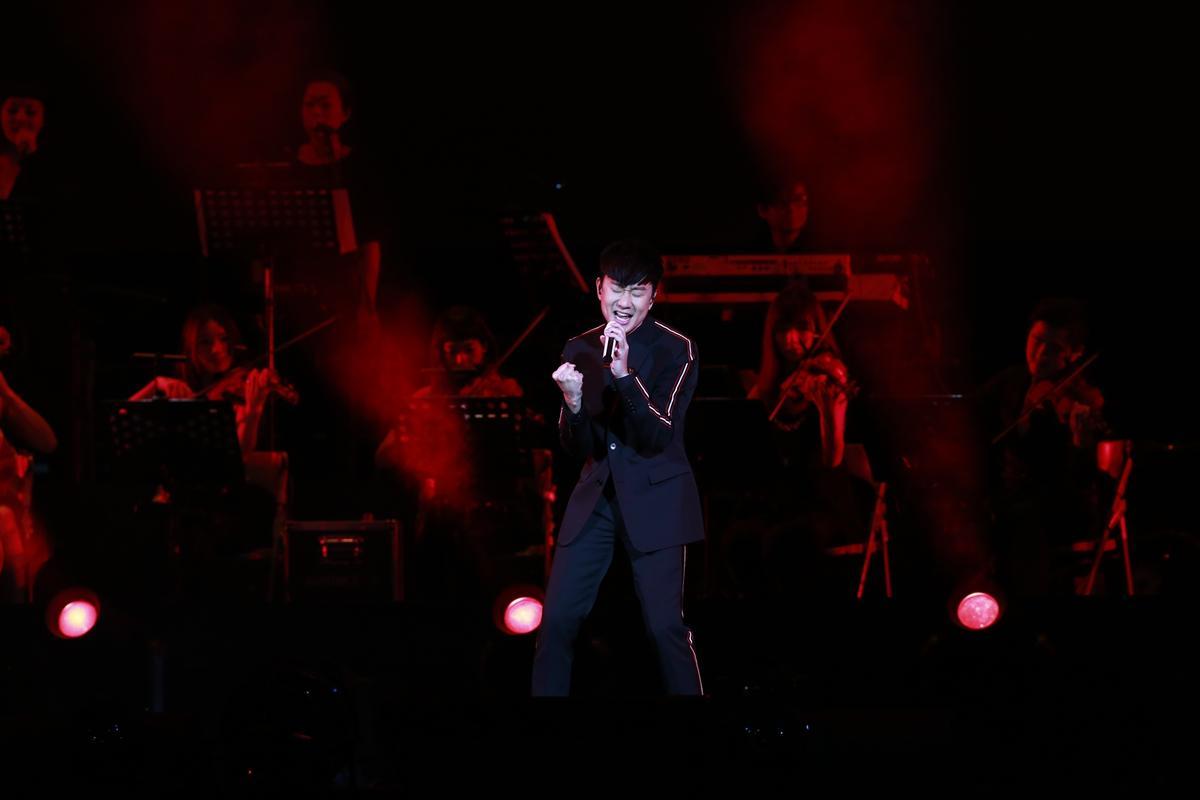 林俊傑只演唱了一首〈滾滾紅塵〉,讓台下大呼聽不過癮。