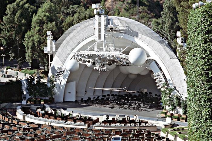 「好萊塢露天劇院」會在頒獎當晚變身為禮車的發車中心,讓司機在這邊休息、整理車輛,隨時出動接送明星。