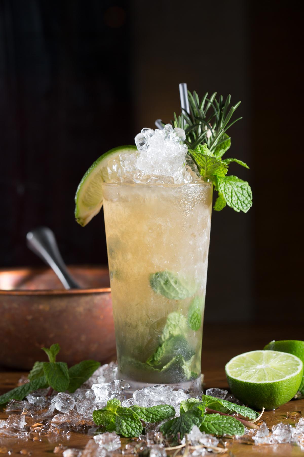 「神農氏喝的莫希多」東方青草遇上西方薄荷,加上大量碎冰,喝來非常爽冽。(280元/杯)