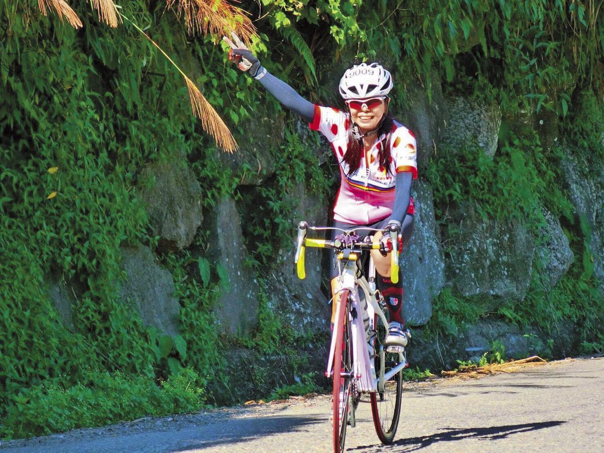 林美玲自3、4年前接觸自行車後,就愛上了這項運動,沒想到參加「挑戰大三元」卻再也回不了家。(小君提供)
