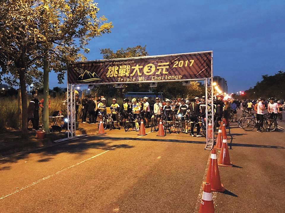 台灣自行車協會每年都會舉辦「挑戰大三元」活動,但交通疏導未確實做好,許多車友都直言:「下次不敢參加了。」 (翻攝台灣自行車協會臉書)