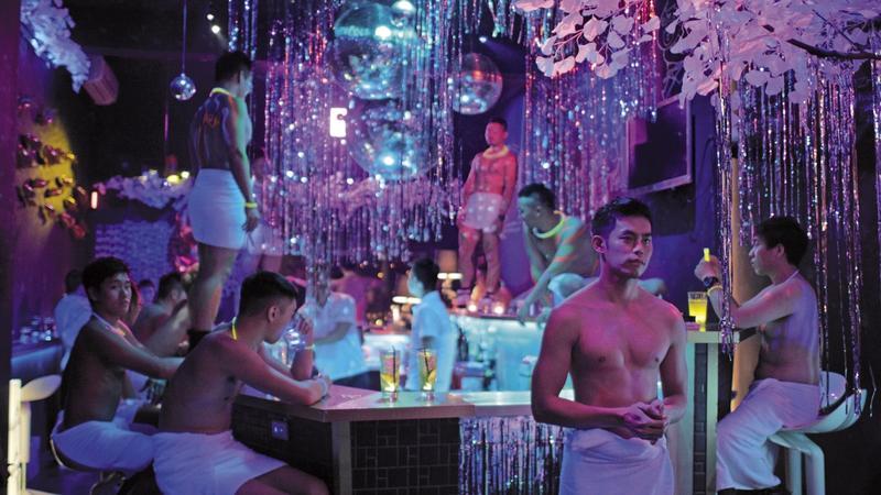 《紅樓夢》拍攝毛巾派對,號召數十位猛男演出活色生香的畫面,十分養眼。圖:馬棋朵提供