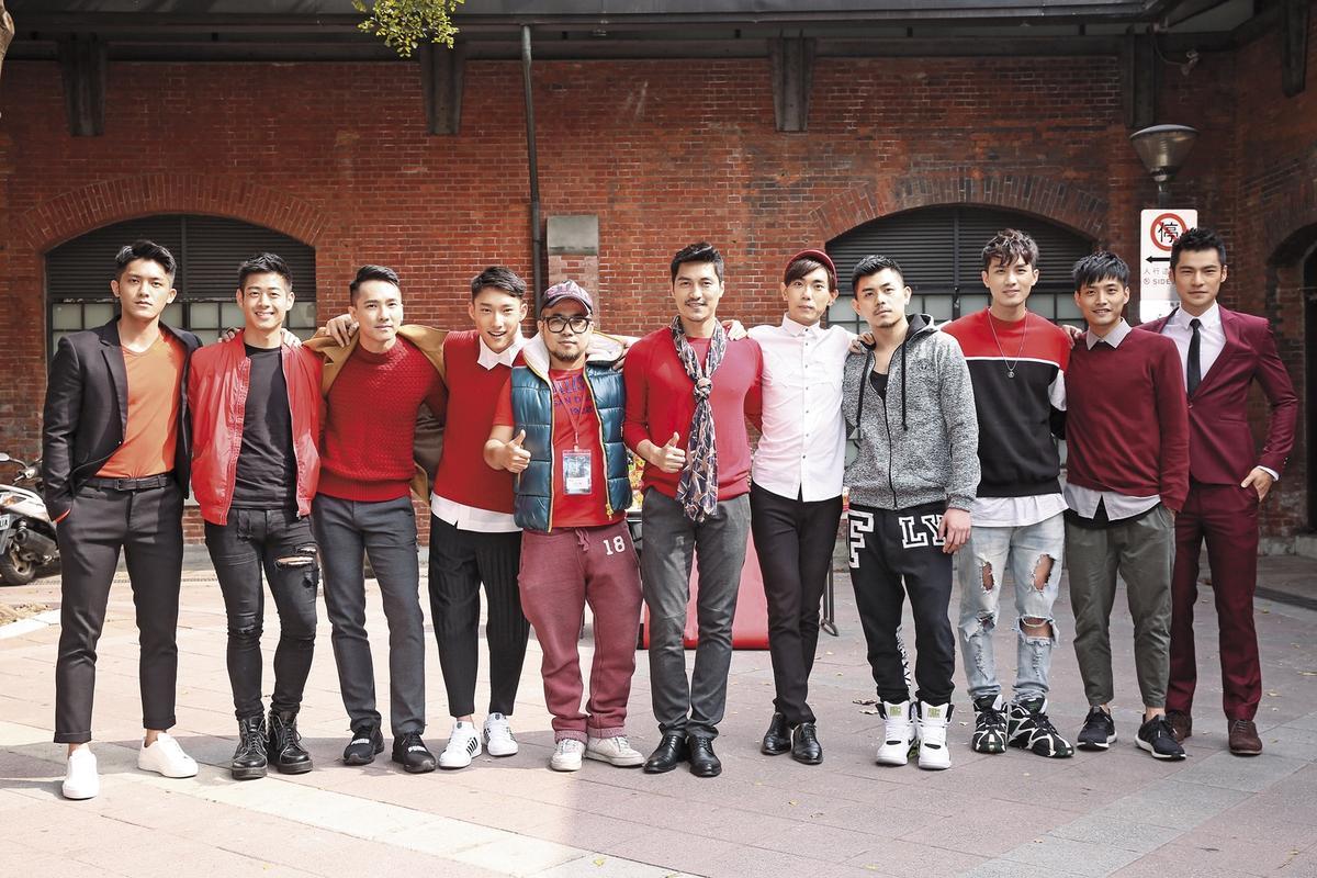 《紅樓夢》開鏡記者會,10名男金釵排排站,左五為導演吳星翔。
