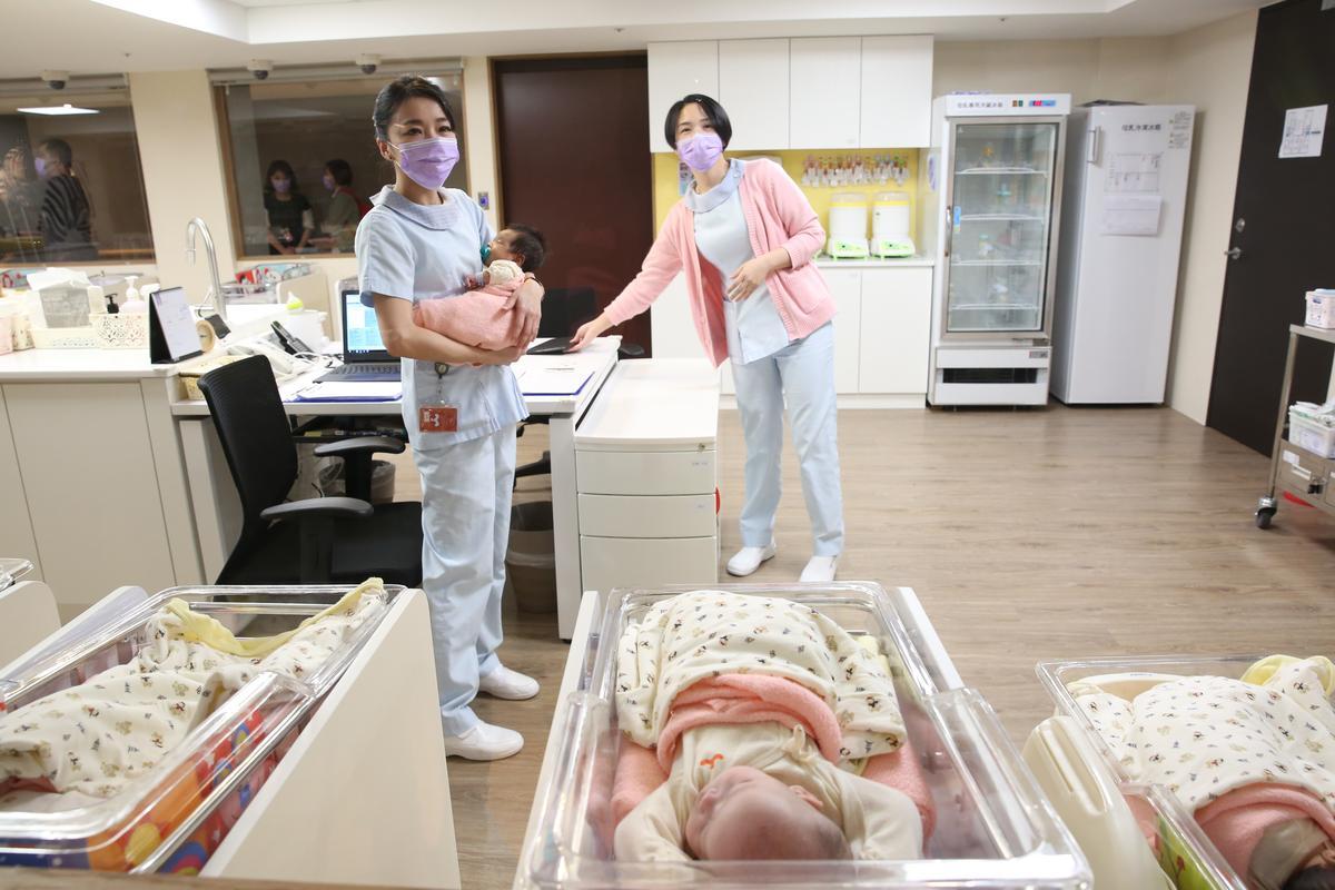 人之初產後護理之家鄰近馬偕醫院,標榜「三醫三護」照護。