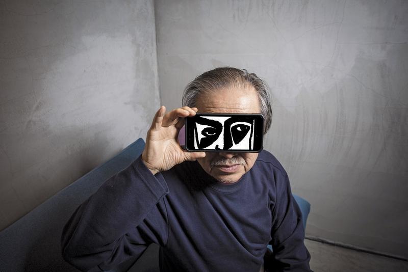 遮住他眼睛的圖,是張照堂年輕時的自畫像,也曾用在他第一次的展覽中。