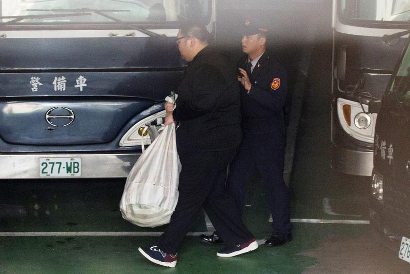 土豪哥朱家龍今戒治期滿,遭裁定羈押禁見,無法回家懺悔。