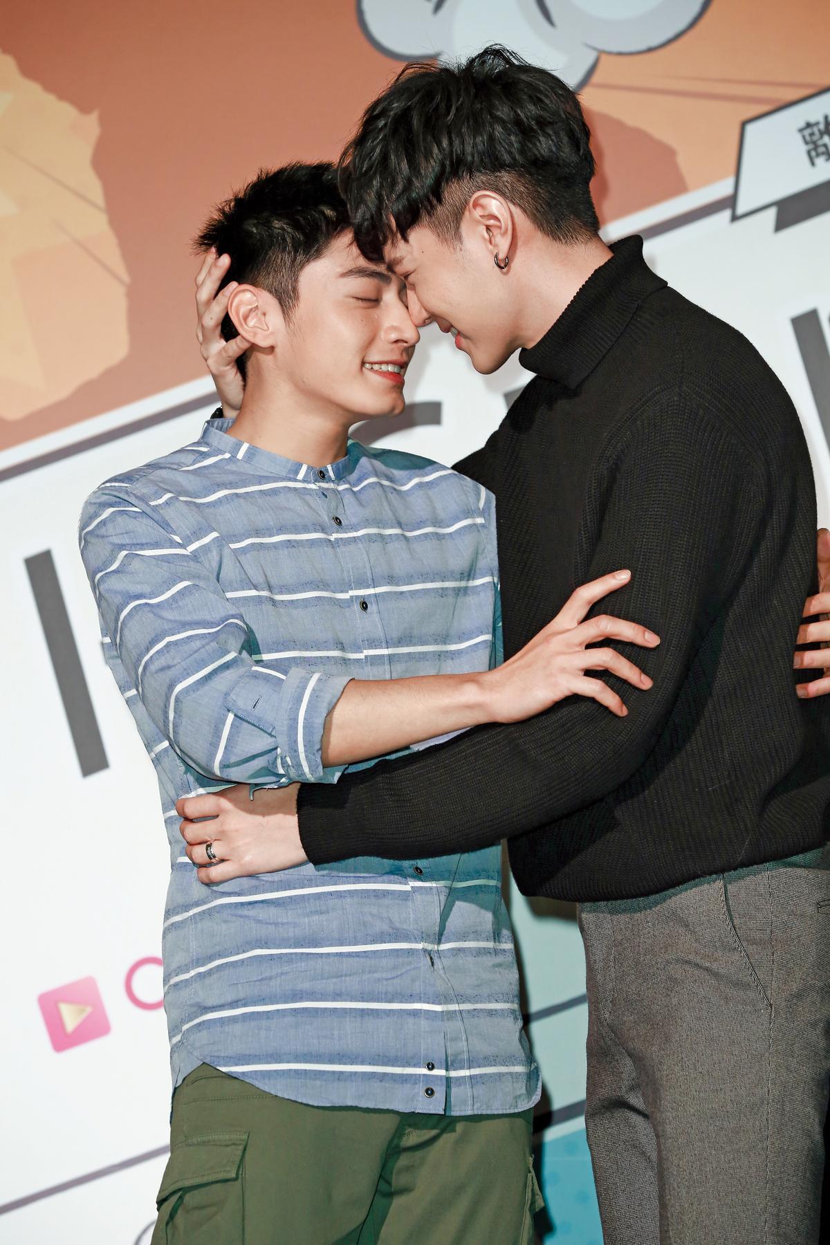 吳承璟最近在CHOCO TV《HIStory 系列二部曲—離我遠一點》大演男男戀。
