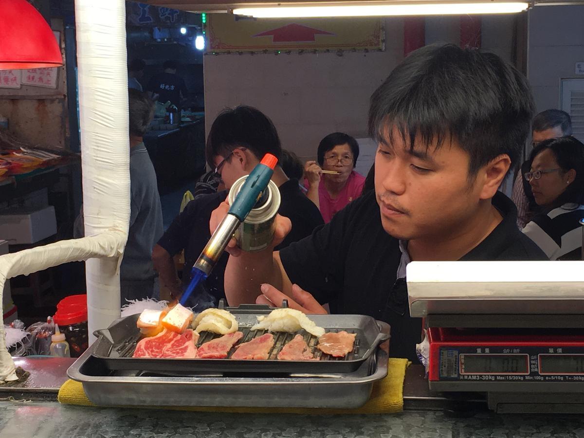 少許幾攤有賣炙燒握壽司。