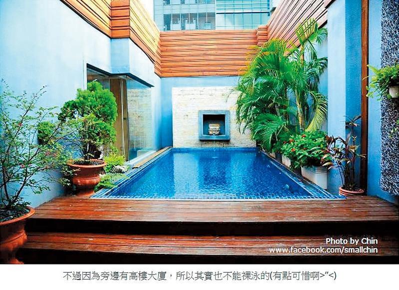 旅遊部落客陳小沁2013年8月就曾貼出入住春風旅館心得,並提醒網友因旅館旁有高樓大廈,所以在泳池不能裸泳。(翻攝自陳小沁的吃喝玩樂Blog)