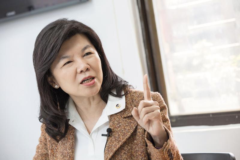 前立法委員潘維剛參選黨主席,她痛批國民黨中央為了黨主席選舉已經亂套,像消失的政黨。
