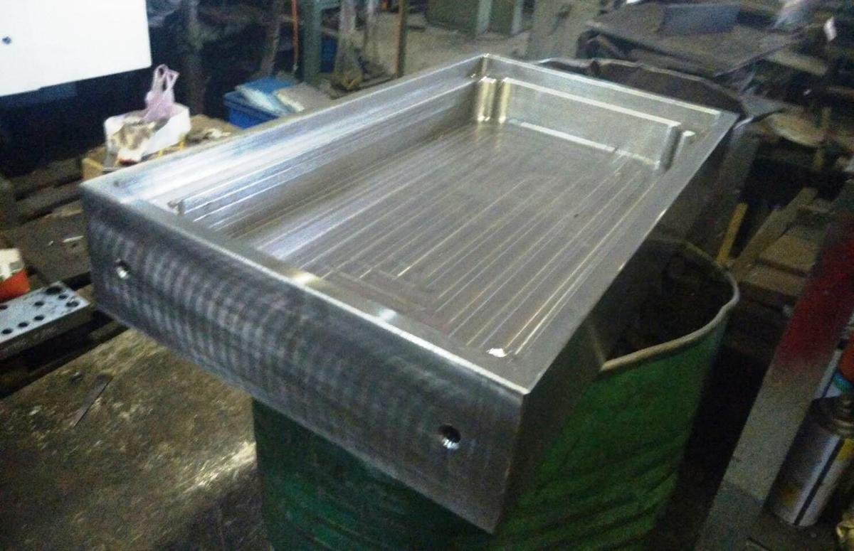 嫌犯就是用每個重達300公斤的鋼製模具藏毒,仍被警方識破。
