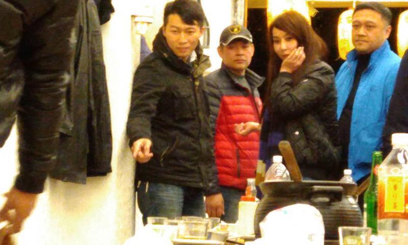 邱惠美神隱近1個月後與14名男伴嗑鍋,連海倫清桃緋聞男友(圖中的紅衣男)都來湊一咖。
