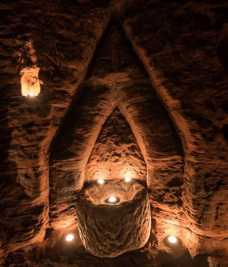 表面是類似兔子窩的小洞,底下卻是聖殿騎士團的聚會所。(東方IC)