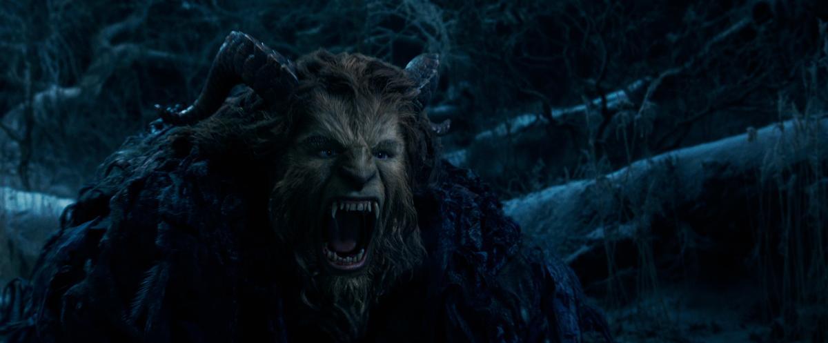 片中飾演「野獸」的丹史帝文森,儘管外型俊俏,多數時間卻得將自己掩藏在厚重的毛皮底下。