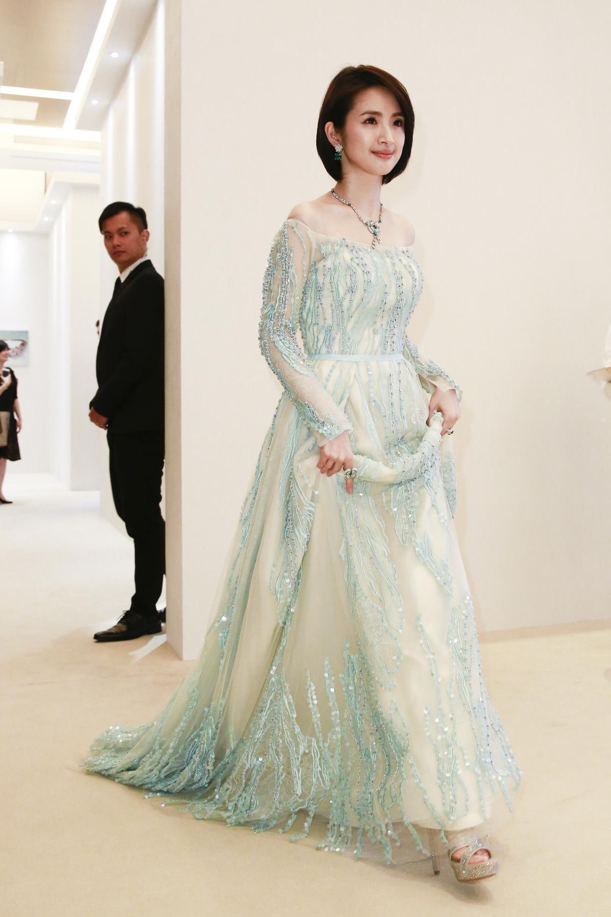 林依晨受訪時表示自己的婚戒太大顆所以不常戴。