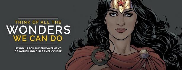 聯合國為任命神力女超人為榮譽大使時做的視覺圖,神力女超人身披聯合國國旗,標語為:「想想所有我們能得做的神奇事物」。