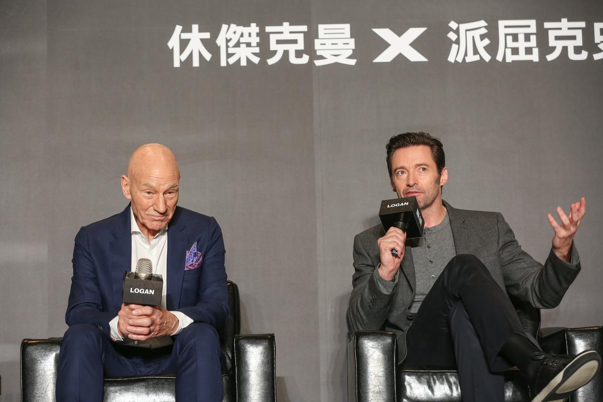 休傑克曼與派屈克史都華一同現身記者會,兩人說好或許以後可以一起與華人演員合作,派屈克更說「那下次你演我爸!」