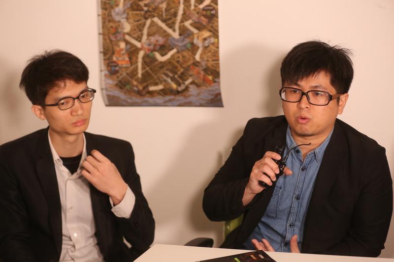 《台北大空襲》遊戲機制設計師鄧傑民(左)、製作人張少濂。