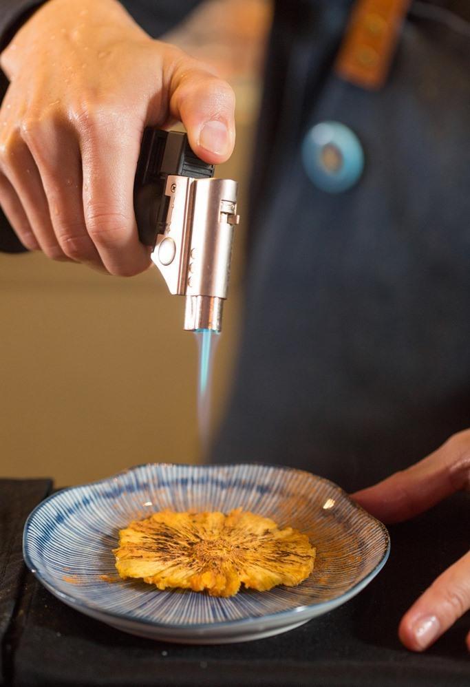 自製鳳梨果乾烘烤後添上焦香。