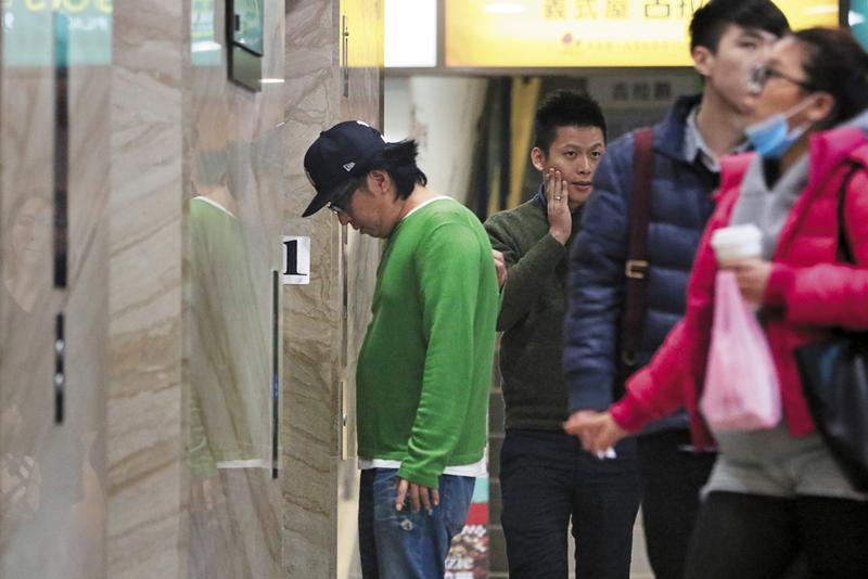 袁惟仁透露單身後常一個人戴著帽子、挑冷門戲院跟時段看電影,本刊就曾直擊他落寞地在電影院現身,低調到不行。