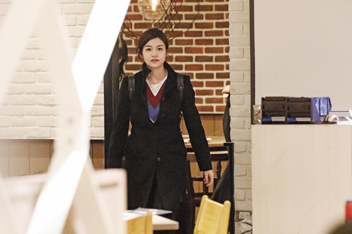 雖然新婚才8個月,但陳妍希因為跟老公陳曉分隔兩地,所以新婚生活很多時間都是自己在台灣過,就像個無業的單親媽媽;據傳,育兒重擔也落在娘家。