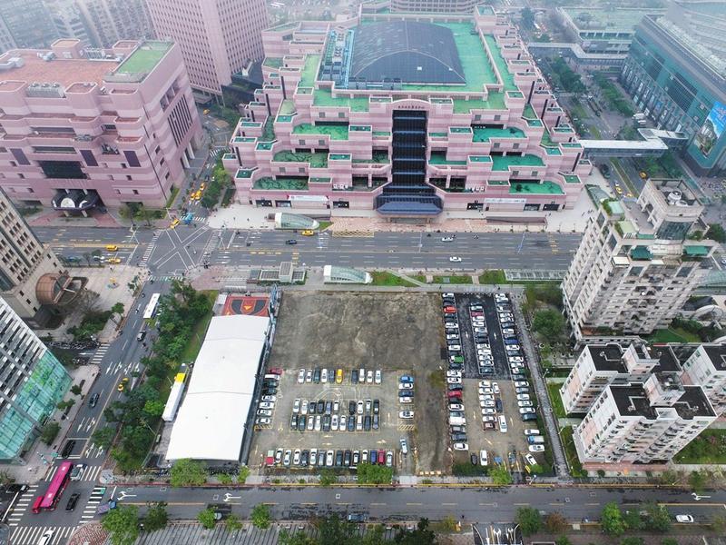 位在101大樓旁的D3土地市值高達150億元,幕後地主疑為鄧文聰。