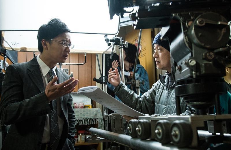 由金獎導演鄭文堂(右)指導的《媽媽不見了》,是民視今年第一檔金鐘劇。(左:何豪傑)(民視提供)