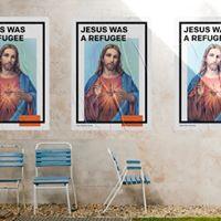 耶穌基督也曾是以色列難民。藝術家關堅設計的「難民製造」海報作品。(截取自臉書Made by Refugee)