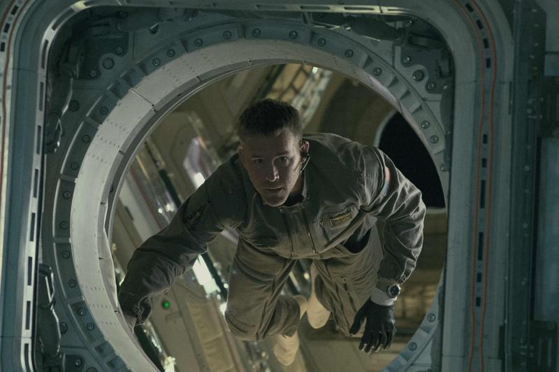萊恩雷諾斯在電影《異星智慧》化身太空任務專家。