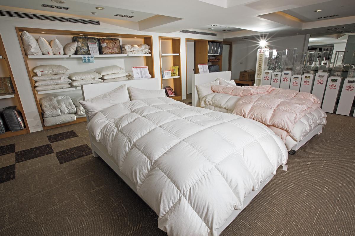 陳彥誠去年自創品牌「合隆羽藏」,是全台唯一可客製化的羽絨寢具品牌。