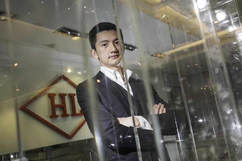 2003年合隆毛廠董事長陳彥誠進入合隆工作,先後到深圳、河南、黑龍江等地鍛鍊。